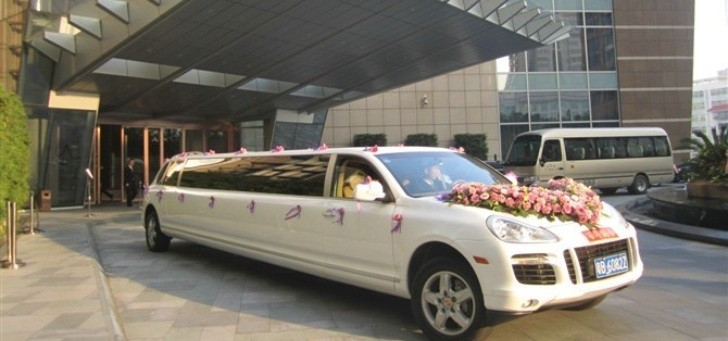 Porsche Cayenne Turbo S Turned into Stretched Limo