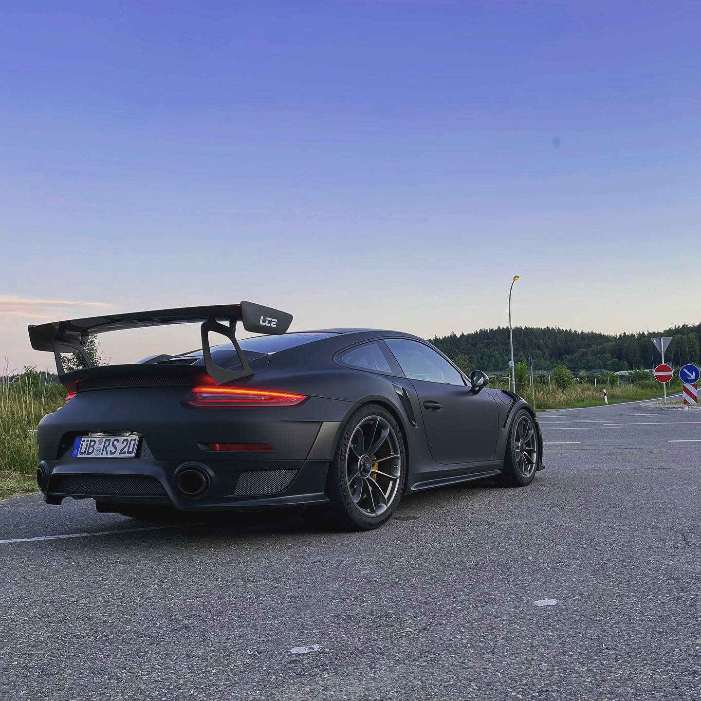 photo of Porsche GT2 RS Does an Autobahn Top Speed Run, Goes Past 200 MPH image