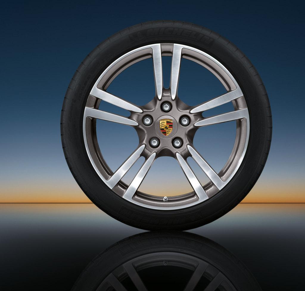 Porsche Panamera Gets New Set Of Wheels Autoevolution