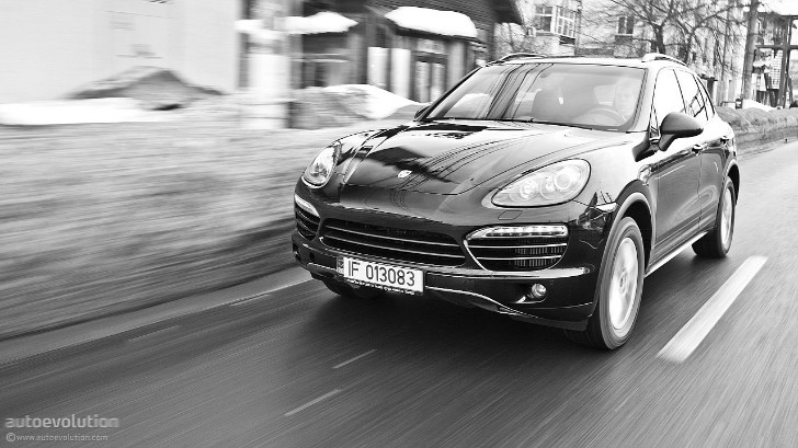 porsche recalls 2011 2012 cayenne 20 000 units. Black Bedroom Furniture Sets. Home Design Ideas