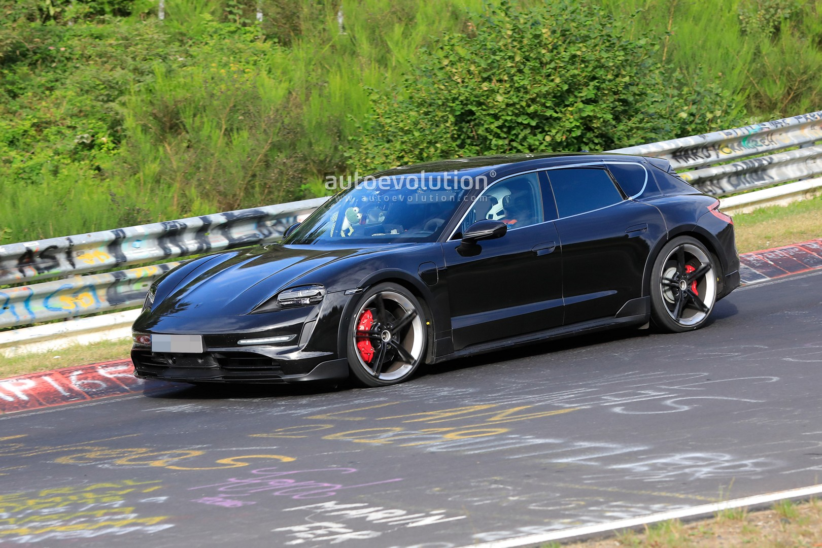 2020 - [Porsche] Taycan Sport Turismo - Page 2 Porsche-taycan-cross-turismo-spied-testing-hard-at-the-nurburgring-147626_1