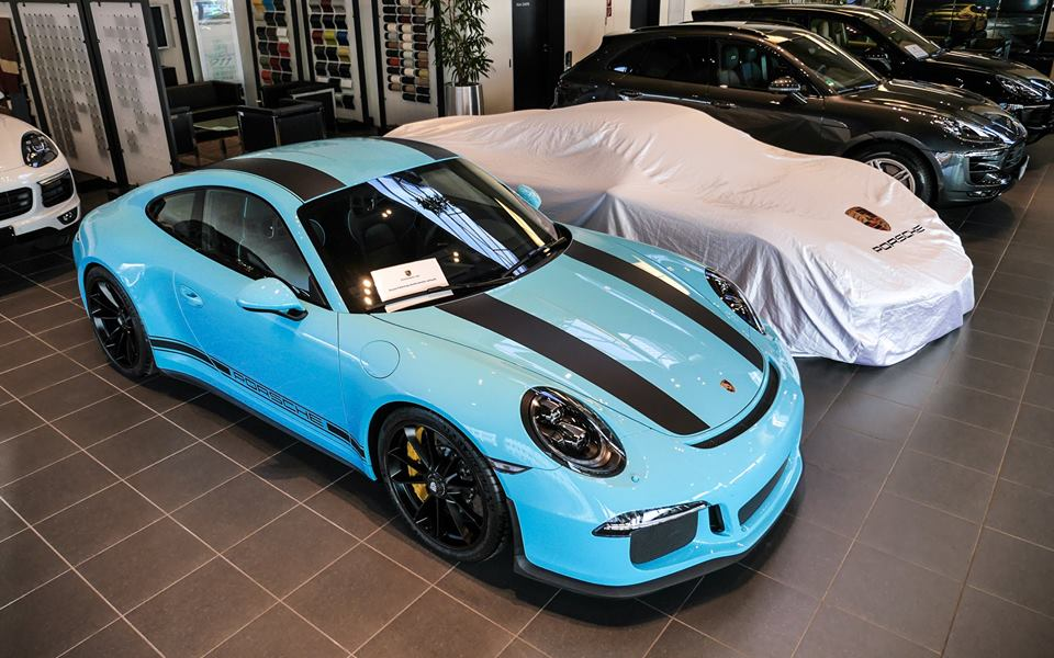 PTS Blue Porsche 911 R Looks Like a Limited Edition Smurf ... New Smurf Blue Porsche on new blue chevrolet, new blue vw, new blue kia, new blue volvo, new blue mustang, new blue camaro, new blue bmw, new blue subaru, new blue tesla, new blue ferrari, new blue corvette z06,