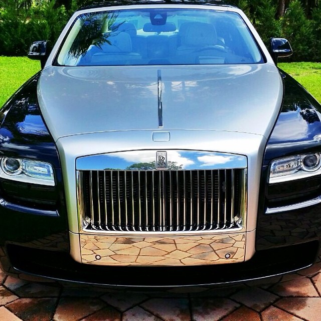 Rolls-Royce Ghost car - Color: Black  // Description: amazing
