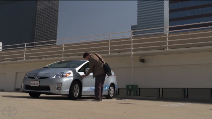 Random People Tested the 2013 Toyota Prius Plug-In [Video]