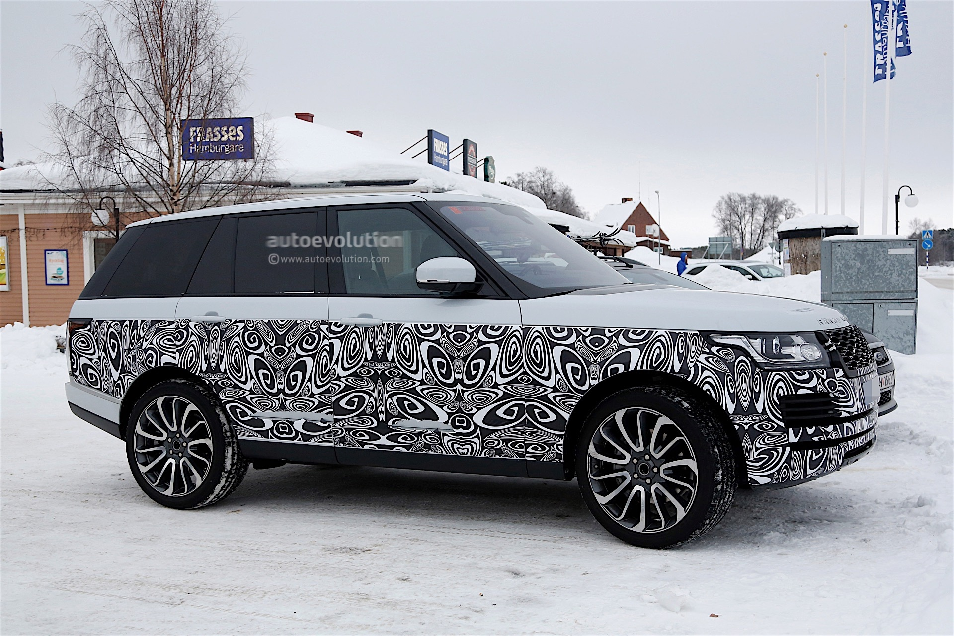 2017 Range Rover Facelift Spied With Small Changes