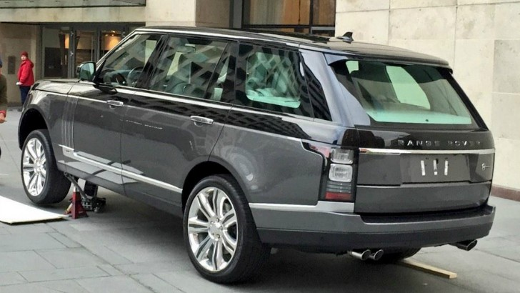 Range Rover Autobiography Holland And Holland >> Range Rover Ultra-Luxury Model Will Purportedly Debut at the 2015 New York Auto Show - autoevolution