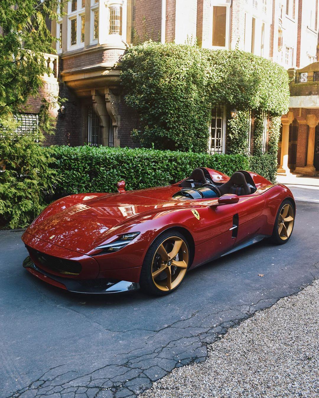 Red And Gold Ferrari Monza Sp2 With Cioccolato Interior Shows Precious Spec Autoevolution