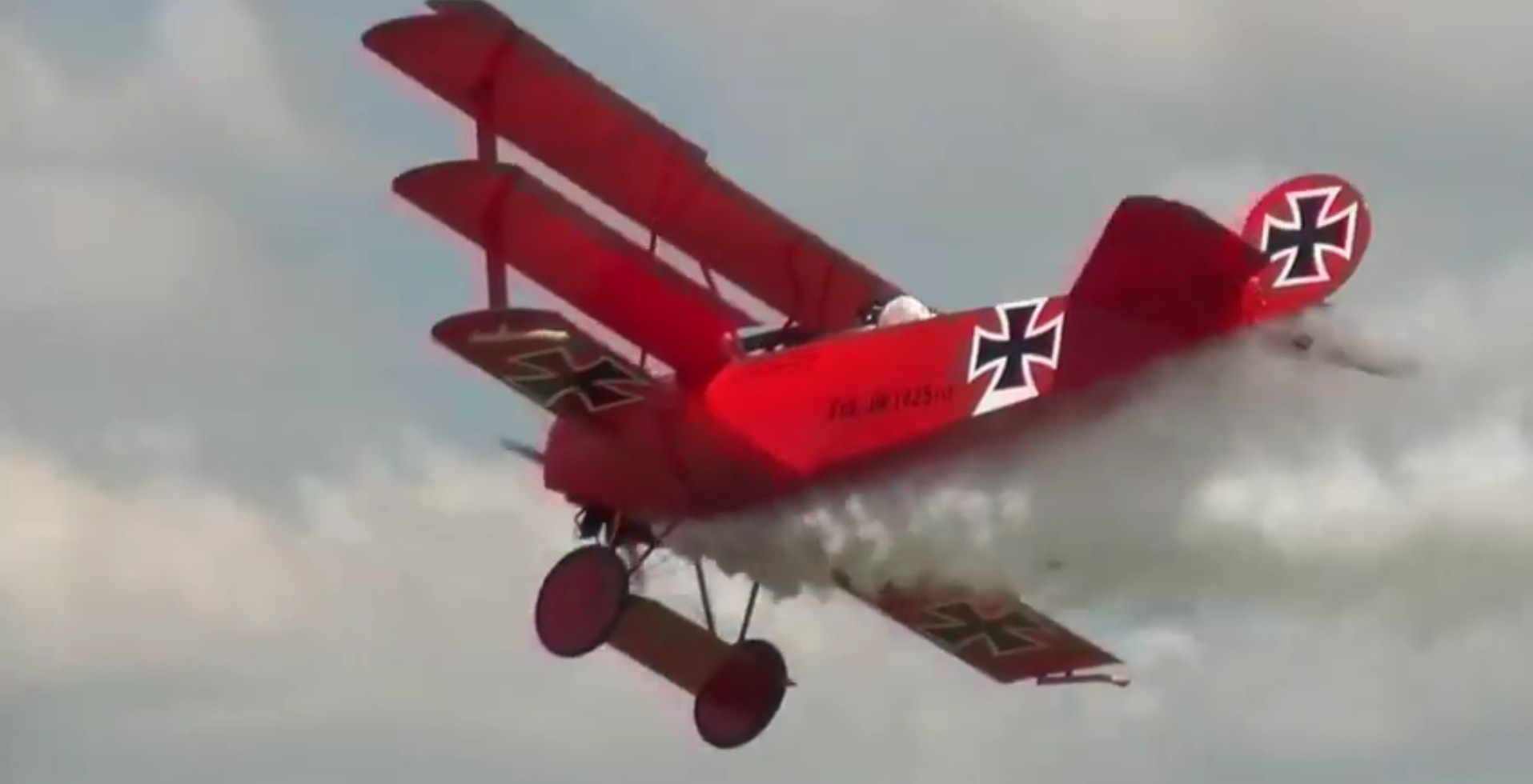 red baron fokker triplane model is almost as big as the real thing autoevolution. Black Bedroom Furniture Sets. Home Design Ideas