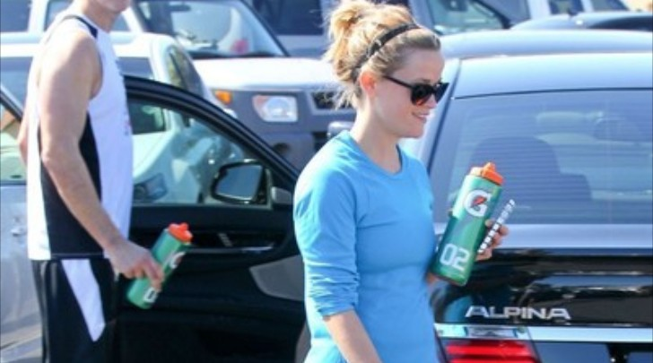 Reese Witherspoon Enjoys Her Alpina B7