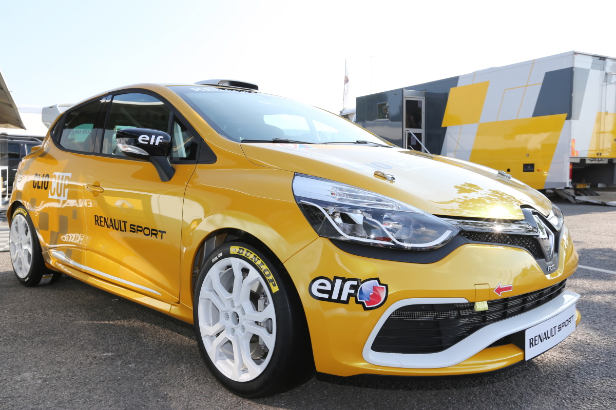 renault announces first sales of new clio cup race cars autoevolution. Black Bedroom Furniture Sets. Home Design Ideas