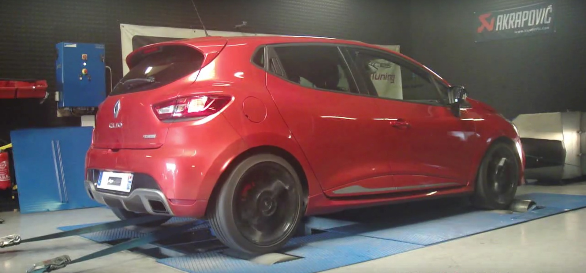 renault clio 4 rs 200 with 1 6 liter turbo actually makes 181 hp autoevolution. Black Bedroom Furniture Sets. Home Design Ideas