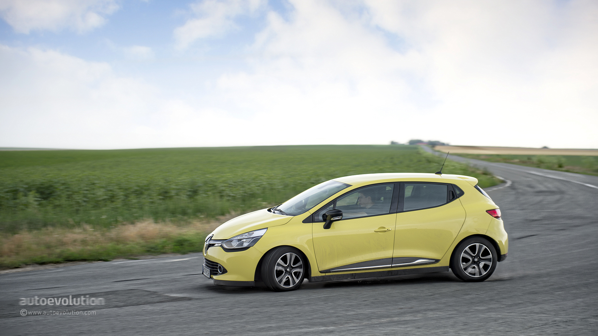 renault clio v could get hybrid assist powertrain from the 2017 renault scenic autoevolution. Black Bedroom Furniture Sets. Home Design Ideas