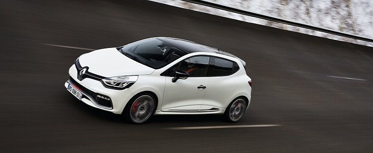Renault Clio RS 220 Trophy Laps Nurburgring in 8:23, Becomes the Prince of Hot Hatches