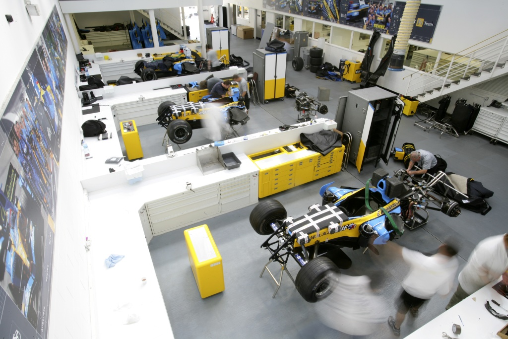 Renault F1 Opens Factory Doors For Fans Autoevolution