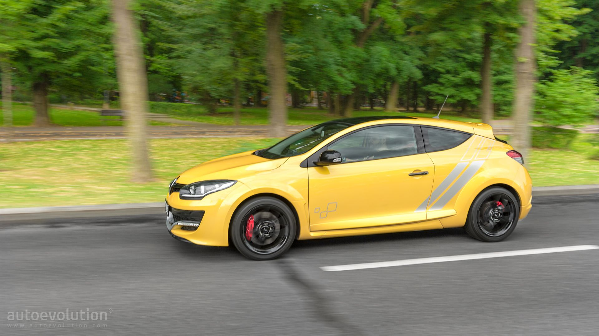renault megane rs 275 trophy tested reminds us of the nissan gt r autoevolution. Black Bedroom Furniture Sets. Home Design Ideas