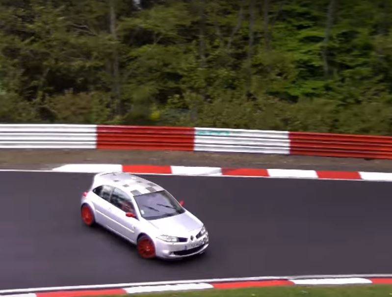 renault megane rs spins in nurburgring grip shift driver plays it cool autoevolution. Black Bedroom Furniture Sets. Home Design Ideas