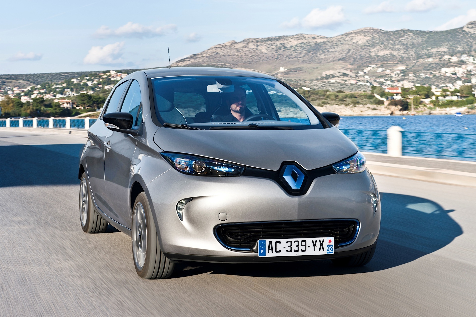 renault zoe recalled over braking system issue autoevolution. Black Bedroom Furniture Sets. Home Design Ideas