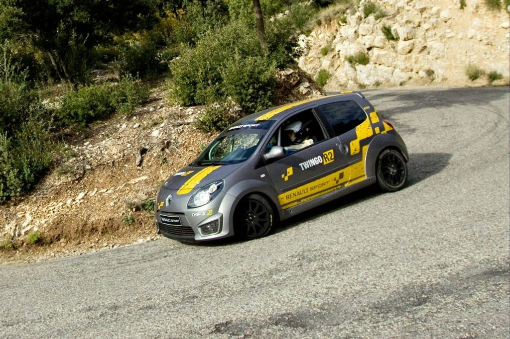 renaultsport-launches-two-new-twingo-ral