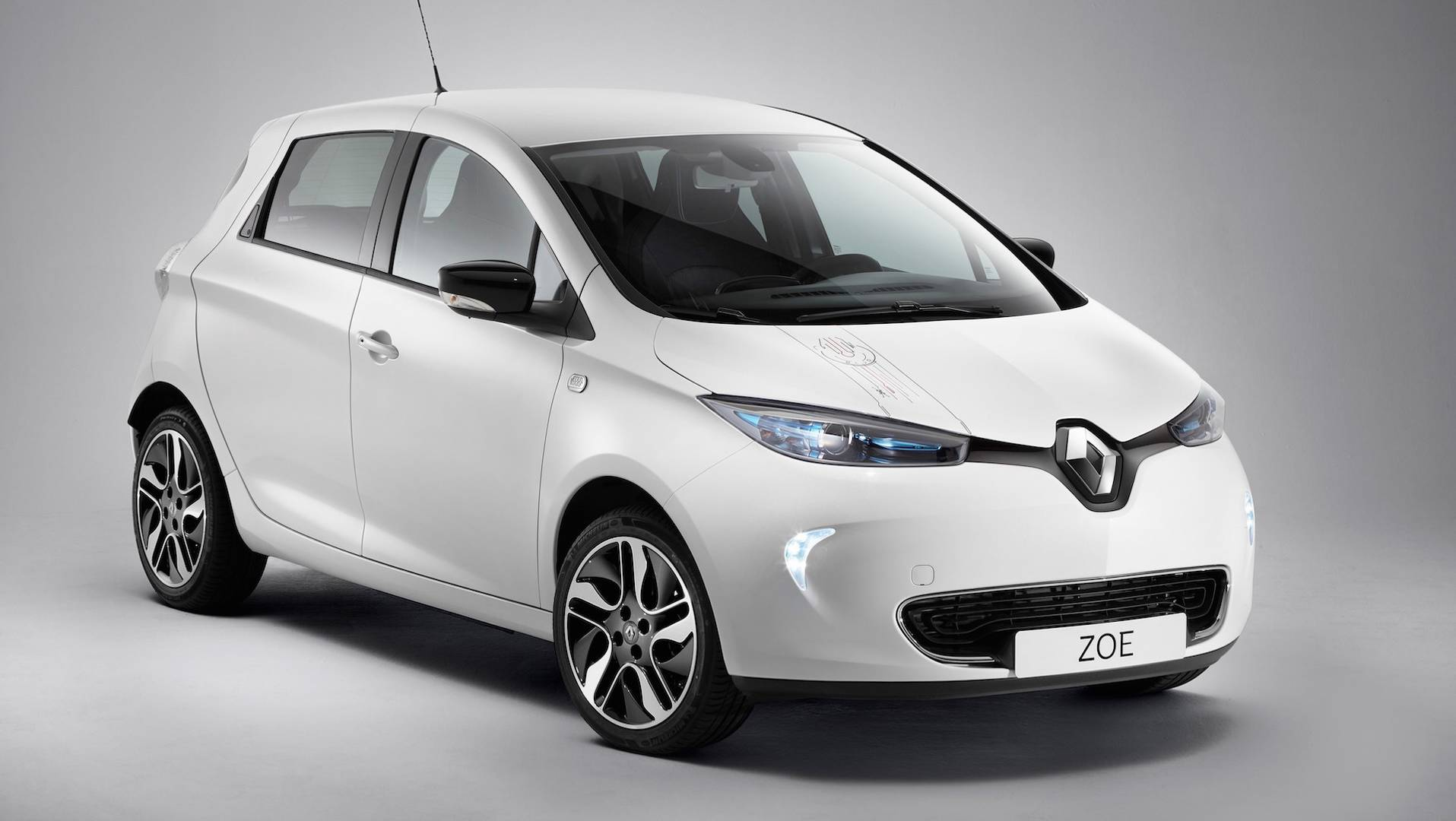 report renault zoe facelift coming this july with more. Black Bedroom Furniture Sets. Home Design Ideas