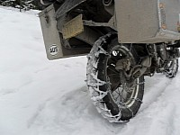 Chains can be easily loaded on the bike rear tire