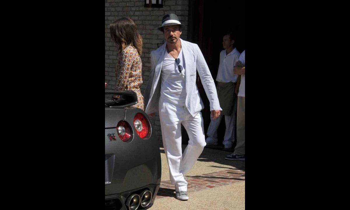 Robert Downey Jr Spotted Driving Nissan Gt R Autoevolution