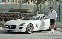 Federer drives the SLS AMG Roadster in Dubai