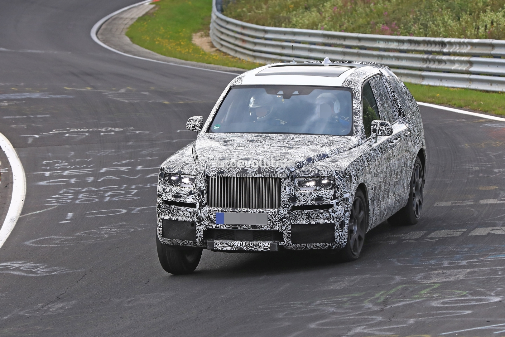 Rolls-Royce Cullinan Shows Heavy Body Roll in Nurburgring Elephant Spyshots