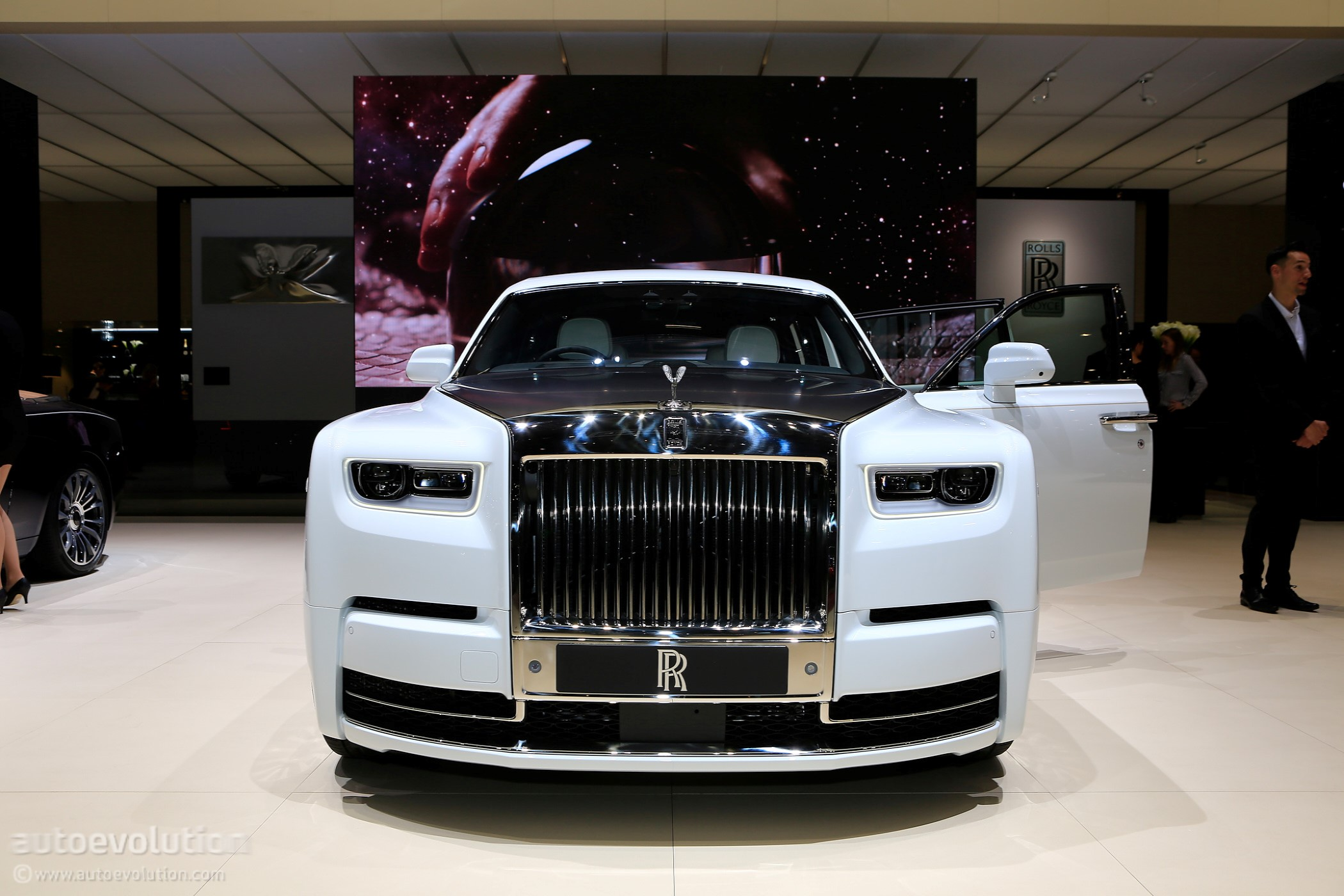 Rolls Royce Phantom Tranquillity Is Dressed To Impress Autoevolution