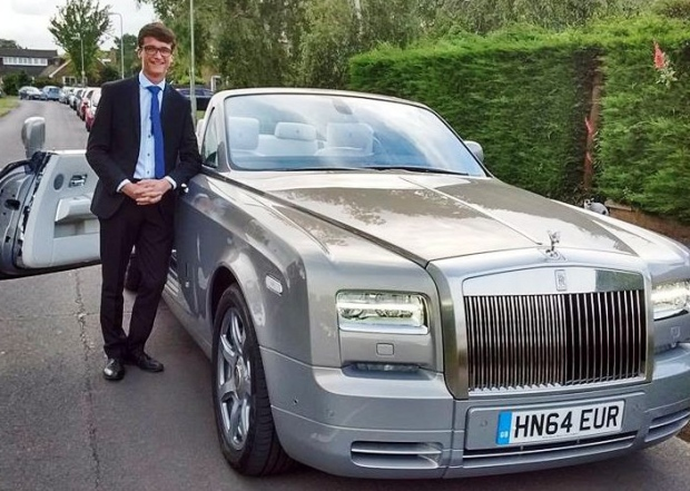 Rolls Royce Uk Sends Chauffeured Phantom Drophead Coupe To Pic Up