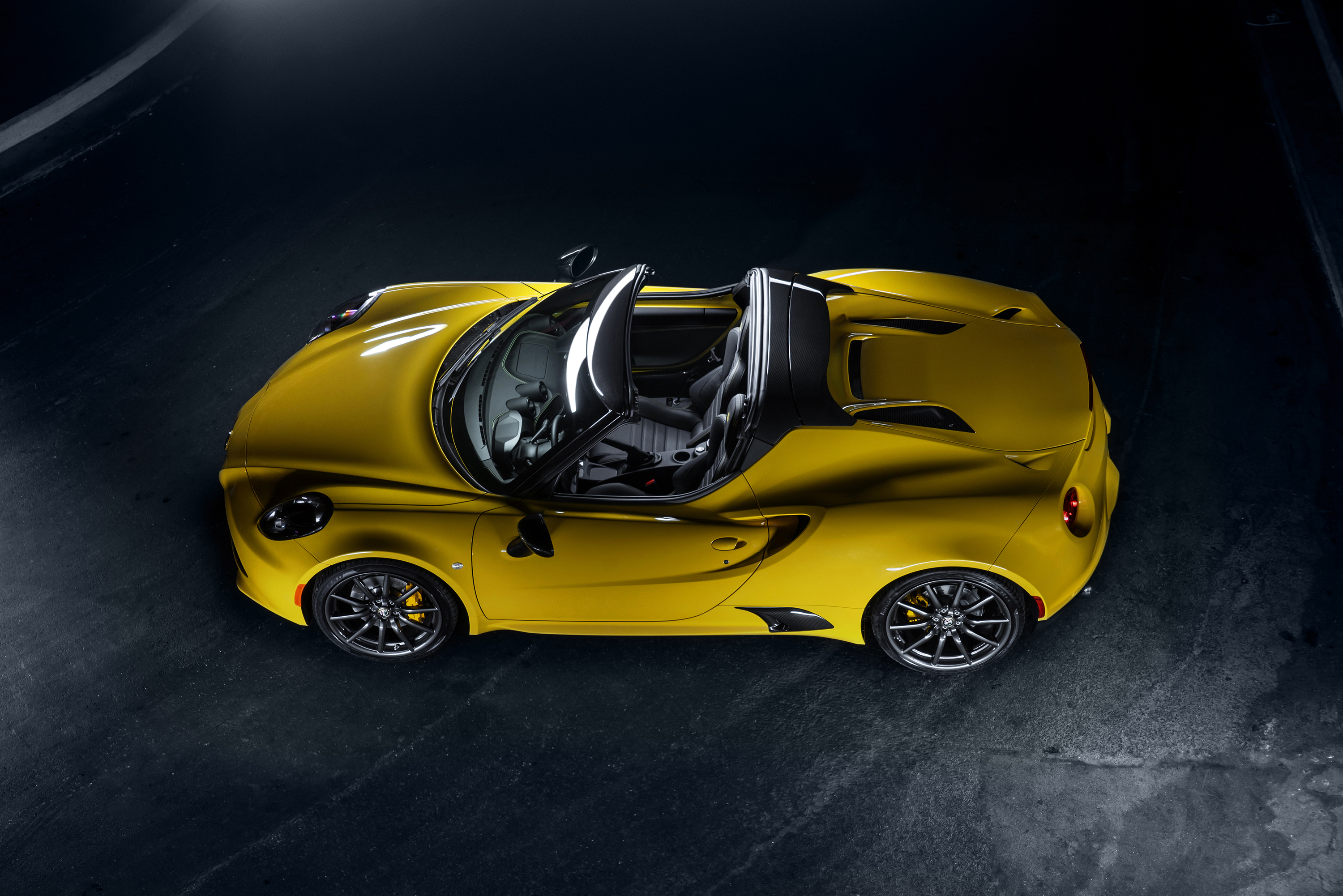 rumor alfa romeo 4c spider to go out of production in 2017 autoevolution. Black Bedroom Furniture Sets. Home Design Ideas