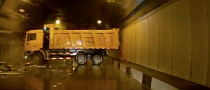 "Russian Ballet: Trucks ""Drifts"", Blocks Tunnel [Video]"