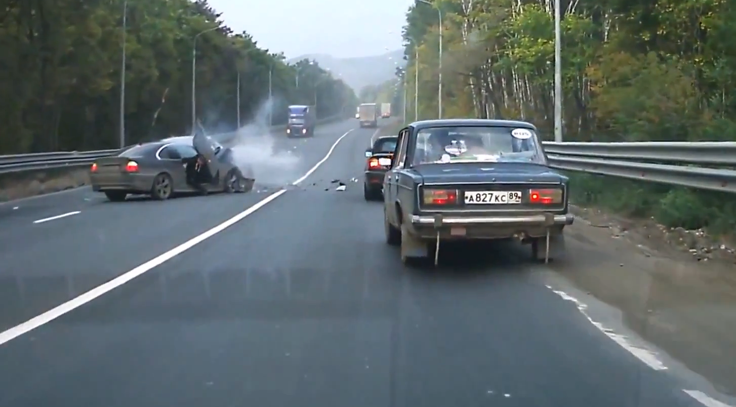 Russian BMW Driver Doesn't Know How to Overtake ...