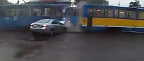Russian Drivers Really Hate Trams [Video]