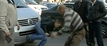 Russian Street Fight Generated by Illegal Parking [Video]