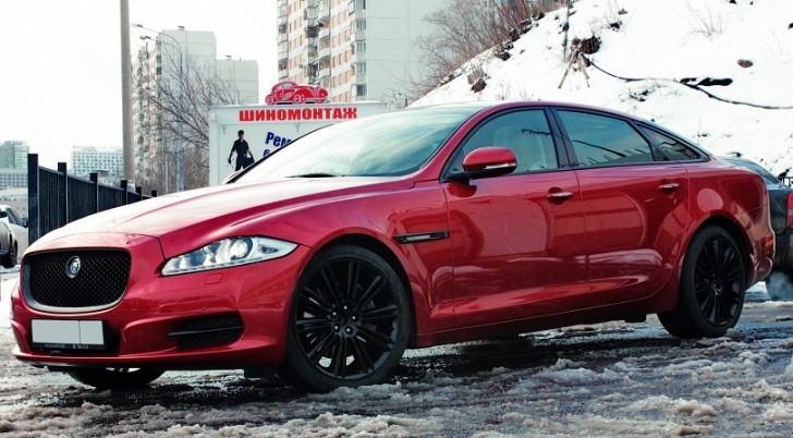 Russian Tuner Makes Jaguar XJ Anti-Chrome Statement
