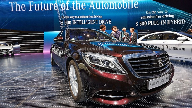 S 500 Intelligent Drive Brings Itself onto the Mercedes-Benz Stand at Frankfurt