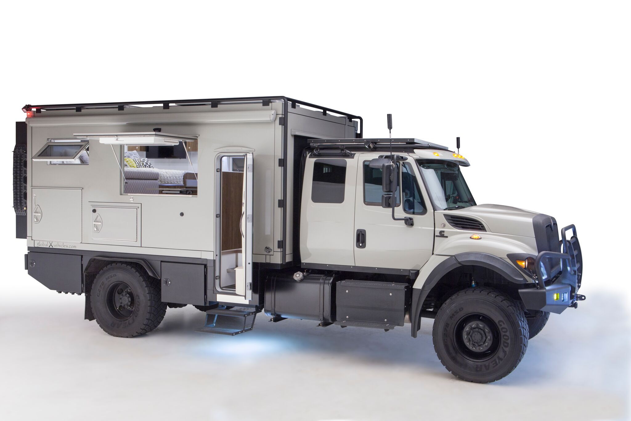 Safari Extreme Rocks Mobile Home World as Capable Expedition Vehicle for $650K