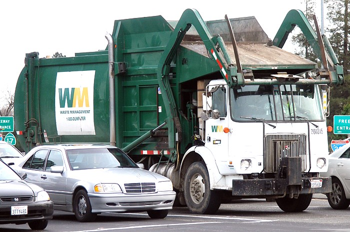 Sanitation Worker Killed Inside Garbage Truck Autoevolution
