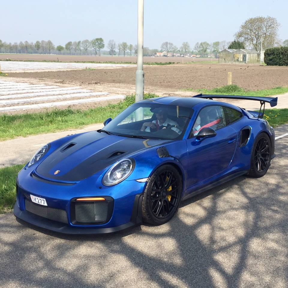 sapphire blue metallic 2018 porsche 911 gt2 rs won 39 t please everybody autoevolution. Black Bedroom Furniture Sets. Home Design Ideas