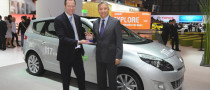 Scenic Wins CarBuyer's Best MPV Award