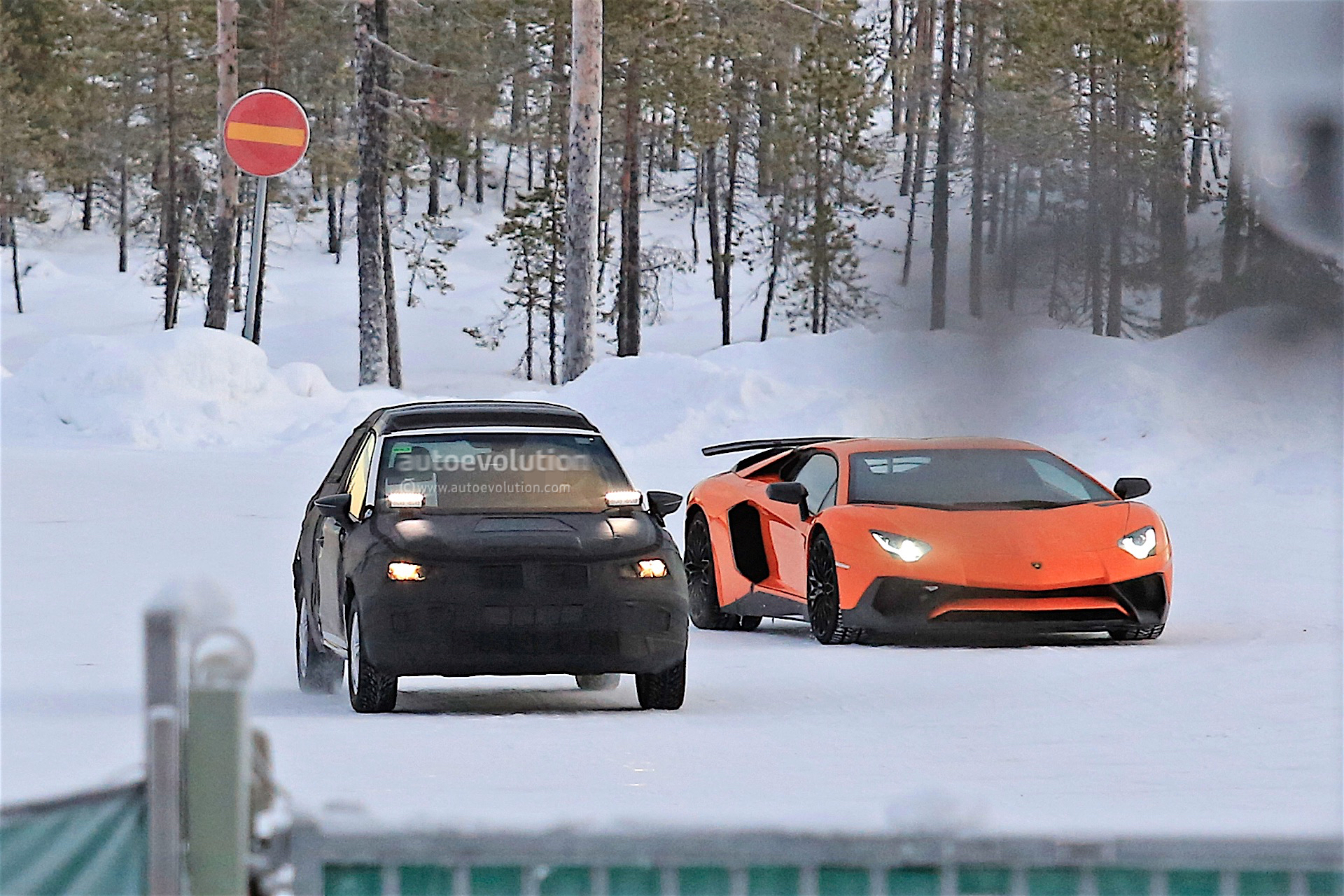 2018 seat arona spotted testing in winter conditions autoevolution. Black Bedroom Furniture Sets. Home Design Ideas