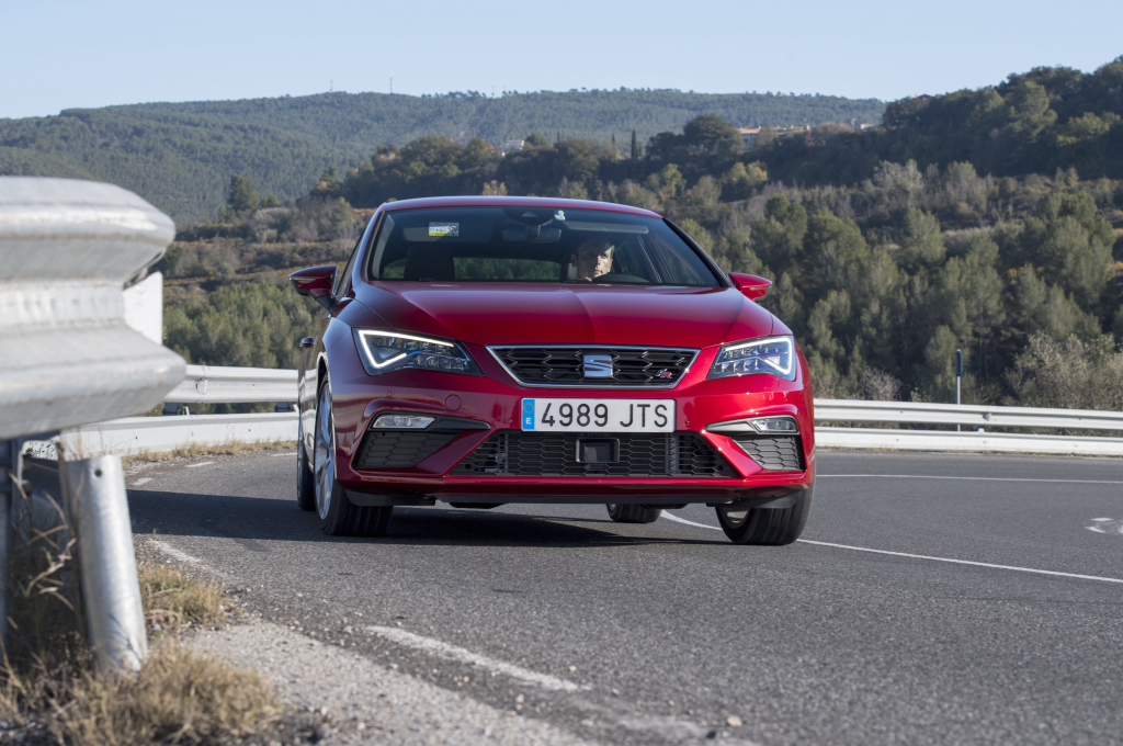 seat leon fr becomes more powerful with new 2.0 tsi making 190 hp