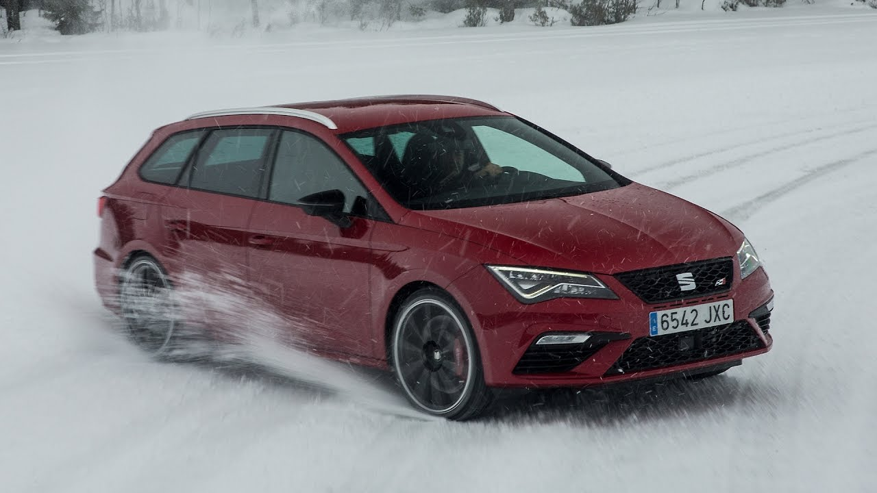 seat leon st cupra tests awd with snow drifting dog race. Black Bedroom Furniture Sets. Home Design Ideas