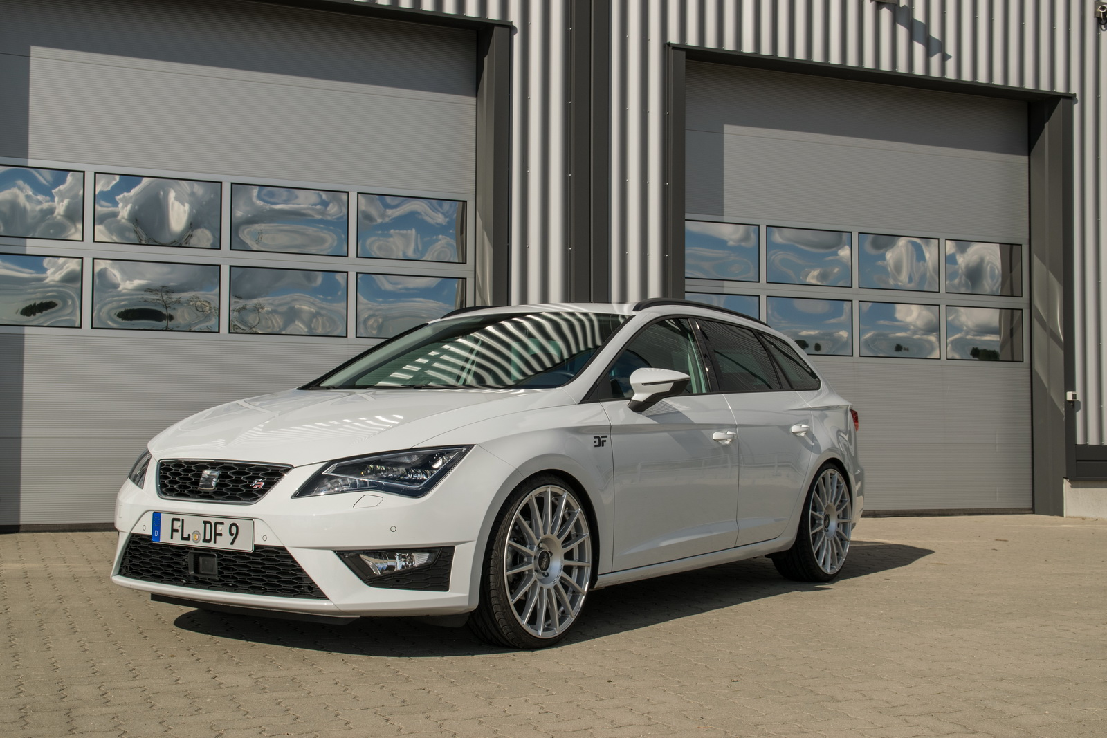 seat leon st fr with 210 hp is a hot wagon you can afford. Black Bedroom Furniture Sets. Home Design Ideas