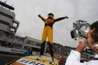 Tom Coronel gets first win in 2008