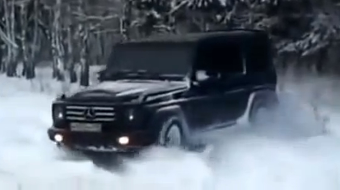 See a mercedes benz g 500 create its own road in the snow for Mercedes benz design your own