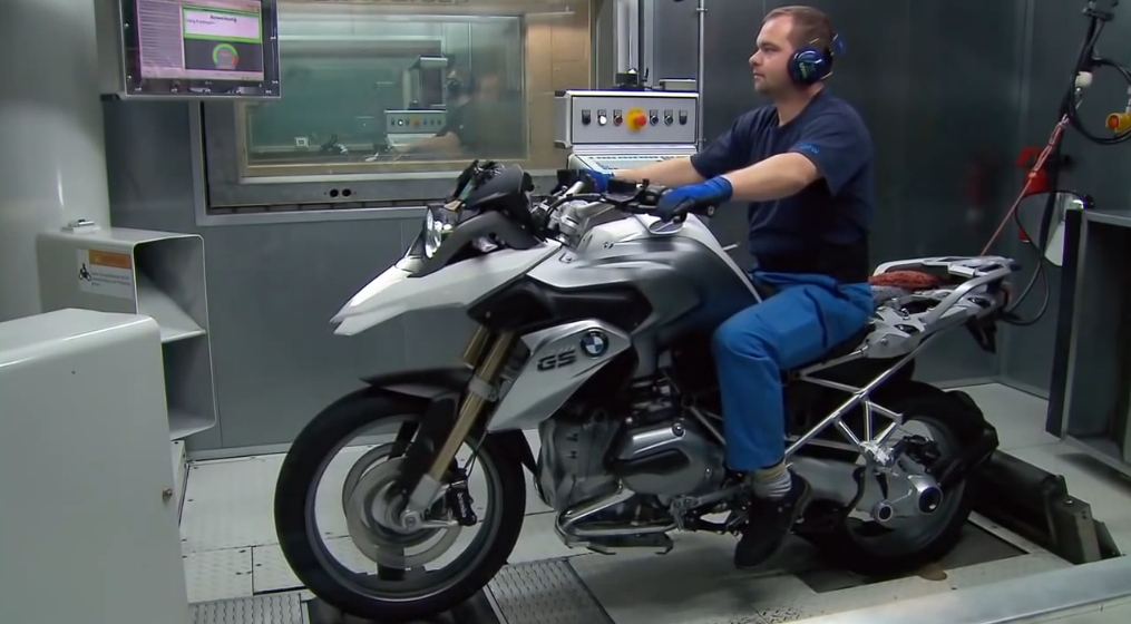 See How The Bmw R1200gs Bikes Are Being Built Autoevolution