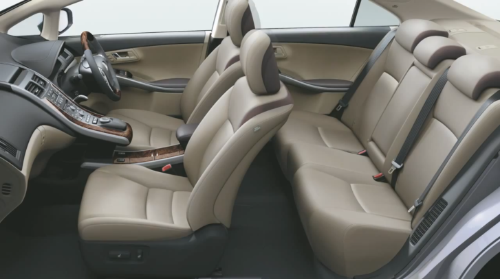 See the New Toyota Sai's Pleasant Interior [Video]