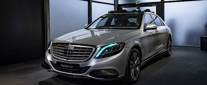 self-driving mercedes-benz s-class puts on a turquoise light show