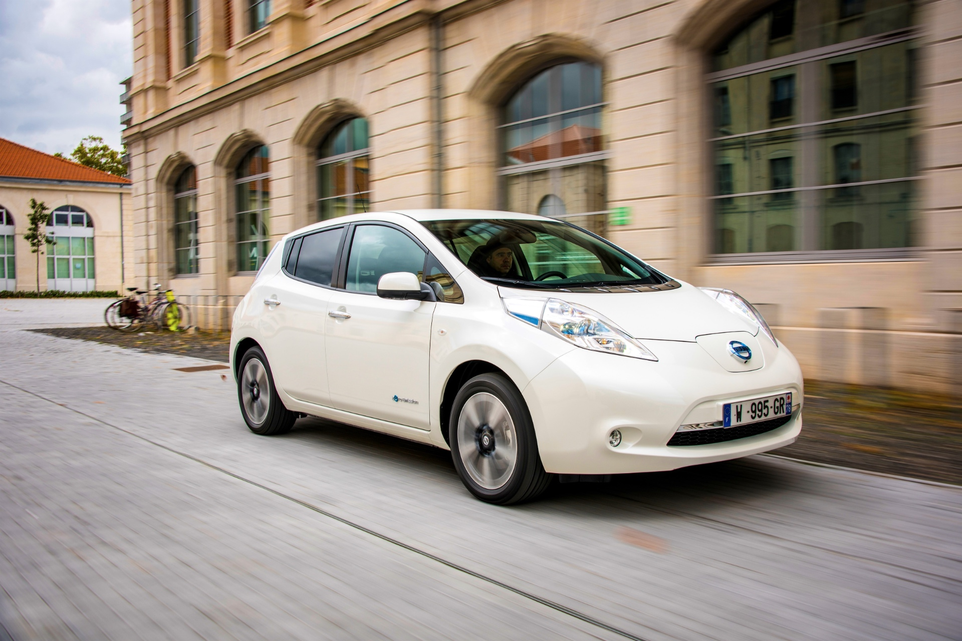 Nissan Leaf Vehicles Vulnerable to Hackers, Carmaker Working